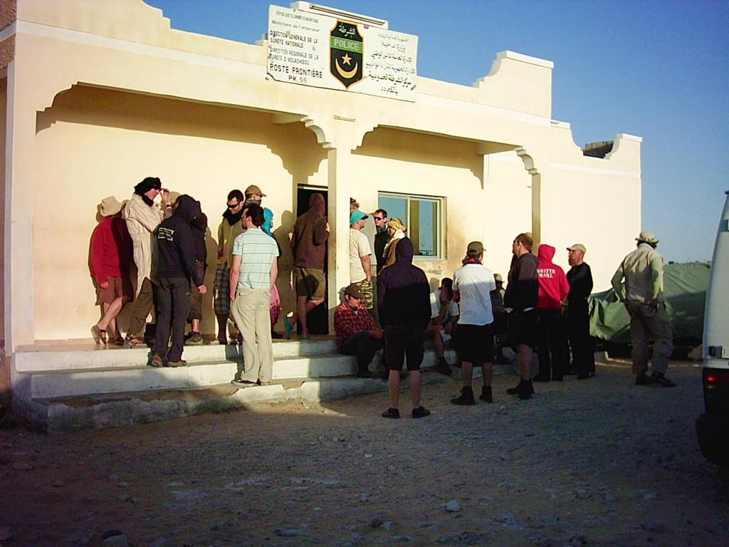 Einreise Mauretanien, 80 Pässe, 40 Fahrzeugpapiere und kein Strom