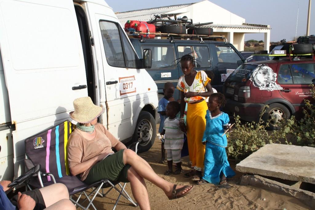 Wieder einmal warten an einer Grenze, Diama Senegal