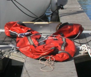 Das Schlauchboot ist leck!
