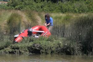 Das Boot auf die Schatzinsel gezogen