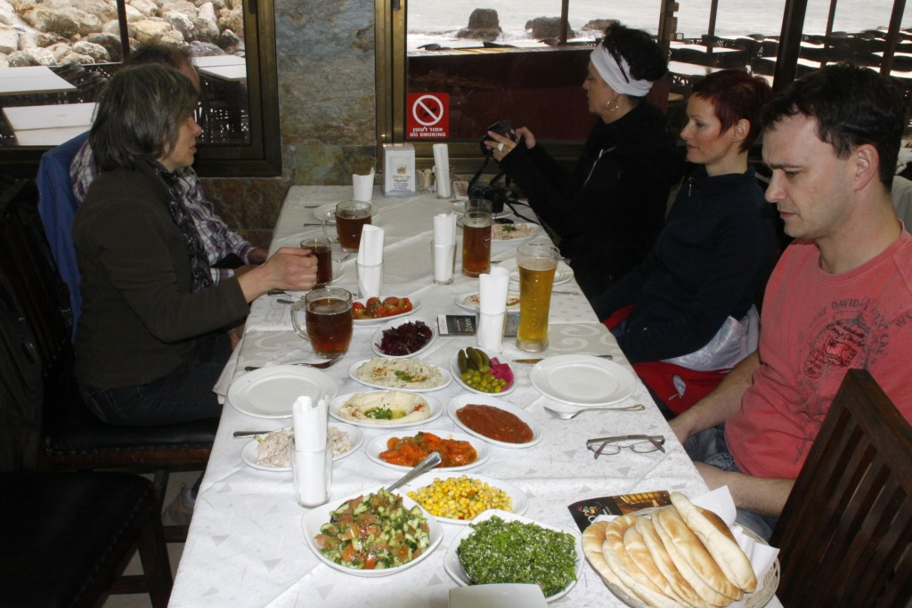 "Im Restaurant ""Malta"" in Akko"