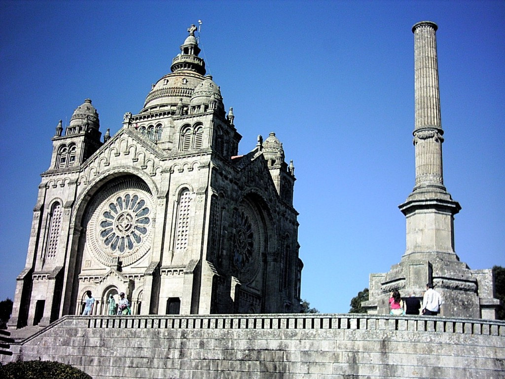 Das weithin sichtbare Wahrzeichen der Stadt. Die Wallfahrtskirche auf dem Monte St. Luzia. Erbaut von 1903 – 1943