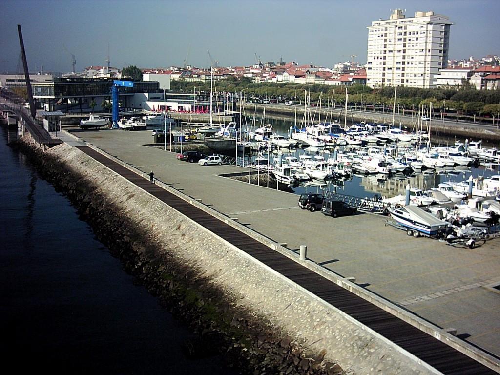 Der Jachthafen – die Marina von der Eiffel-Brücke aus gesehen