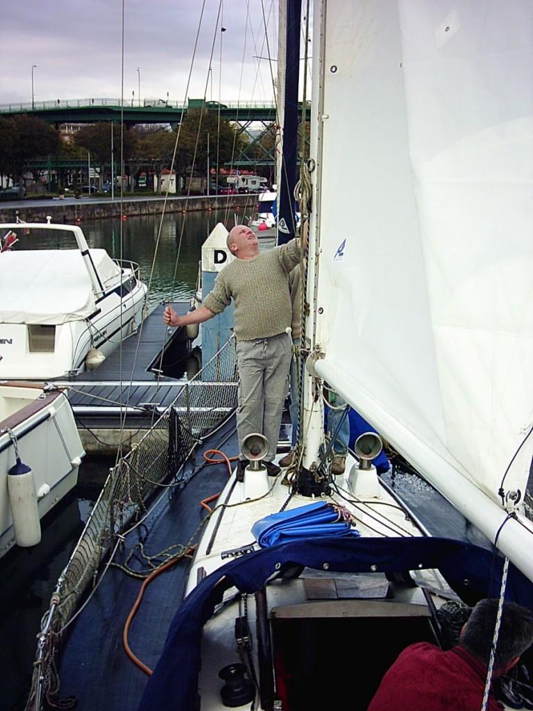 Segeljacht Sani, das neue Großsegel ist aufgezogen