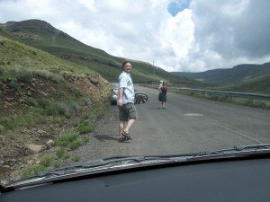Mario und die Radkappe in Lesotho